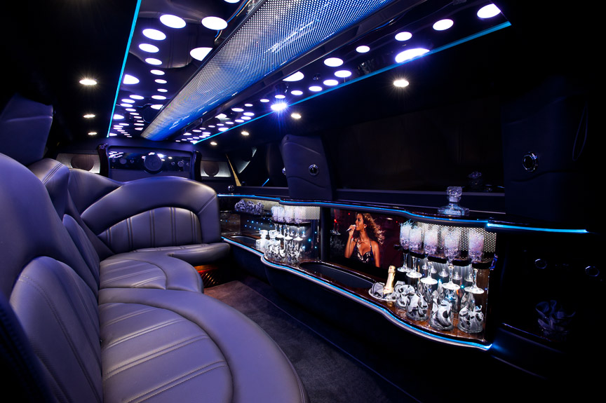 Pink Hummer Limo Interior also Luxury Limos In Portland Or X further Mts Fresh Prince Screenshot in addition San Diego Haunted Harrahs Party Bus Tickets Discount Promo Code likewise Chrysler Innen. on chrysler 300 limo